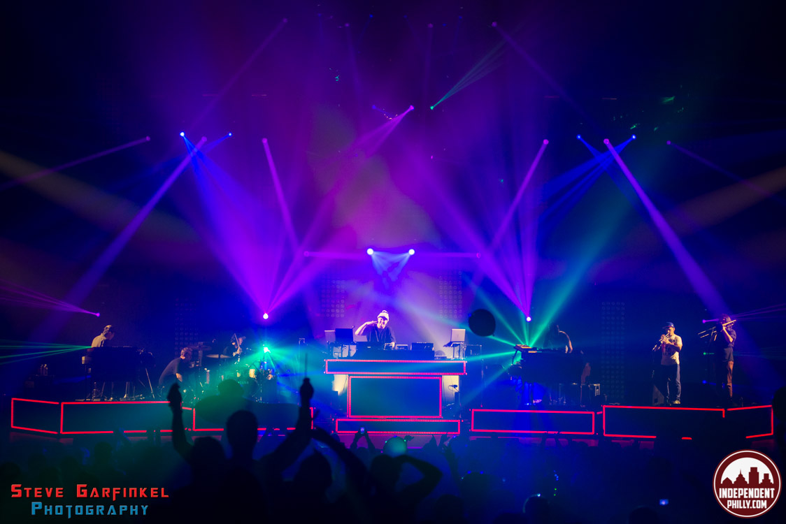 Pretty_Lights-130